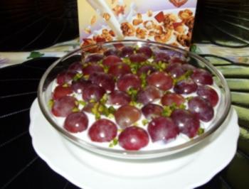 Schokomüsli mit roten Trauben und Pistazienkerne - Rezept