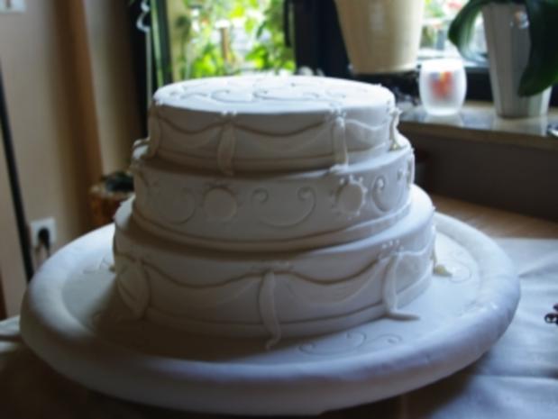 Hochzeitstorte in Drei Etagen - Rezept - Bild Nr. 3