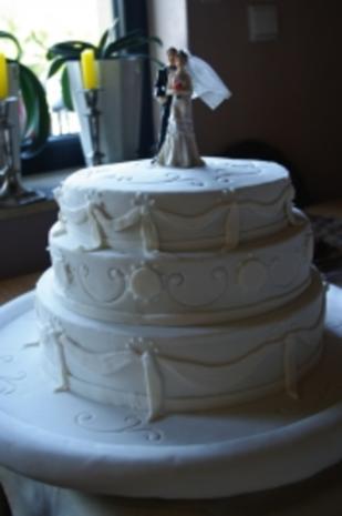Hochzeitstorte in Drei Etagen - Rezept