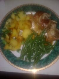 """Gefüllte Schweinsschnitzel """"ala Herbert"""" mit grünen Bohnen und Kartoffelscheiben mit Frühlingszwiebeln - Rezept"""