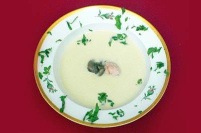 Topinambur-Sahneschaum-Suppe mit Einlage von Schnecken und Kalbsbries - Rezept