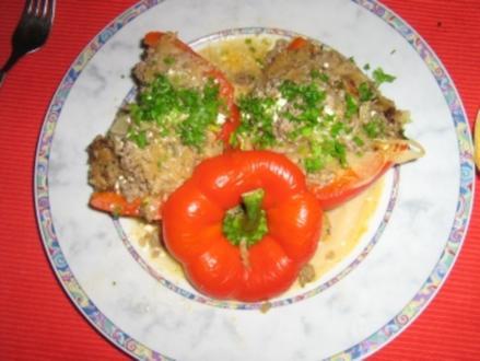 Paprika gefüllt mit Sauerkraut und Hack - Rezept