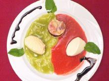 Buttermilchmousse und Marzipanmousse auf einem Fruchtspiegel - Rezept