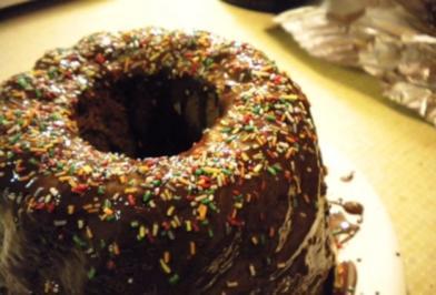 Kuchen: Gugelhupf mit Kirschen, Topfen, Nüssen und Schokolade - Rezept