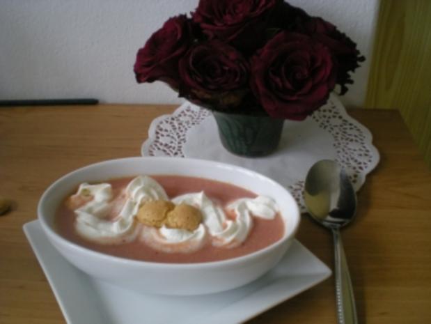 süße Zwetschgen Suppe mit Amarettini - Rezept - Bild Nr. 2