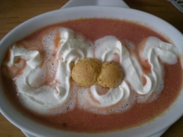 süße Zwetschgen Suppe mit Amarettini - Rezept