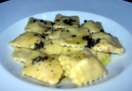 Flusskrebs-Ravioli mit Salbeibutter - Rezept