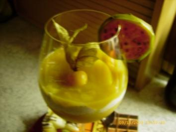 Fruchtspiesse an Mohnquark mit Pfirsichpüree - Rezept