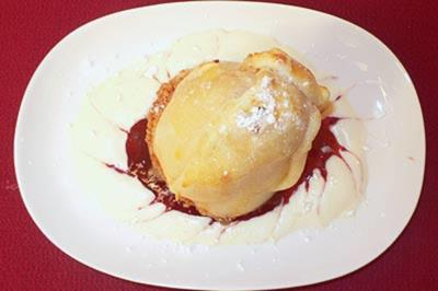 Mit Marzipan gefüllte Birnen im Schlafrock - Rezept