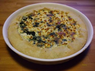 Spinat-Quiche mit Halloumi und Pinienkernen - Rezept