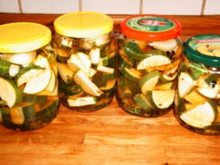 Eingelegte Zucchini mit Knobi - Rezept