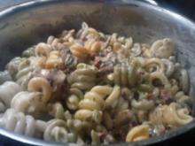 Pasta tricolore in Champignon-Sauce - Rezept