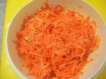 Möhrenrohkost mit Apfel und Pistazien - Rezept