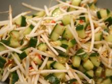 Sweet Chili - Gurkensalat mit Sprossen - Rezept