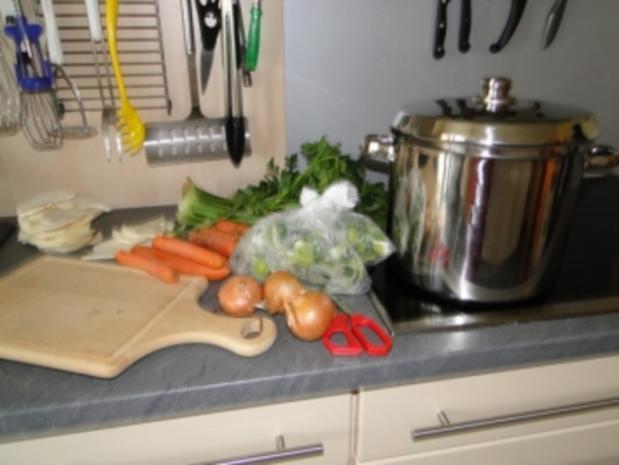 Erbsensupp mit Pökelfleisch (Bilder sind hochgeladen) - Rezept
