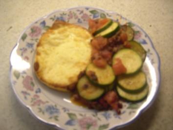 Vorspeisen - Grillkäse mit Tomaten-Zucchini-Gemüse - Rezept