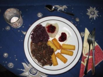 Hirschgulasch mit Wildpreiselbeeren - Rezept
