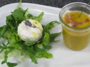 Kürbis-Melonensuppe, dazu Blattsalat mit Ziegenkäse und Lavendel - Rezept