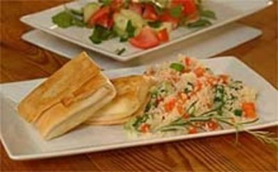 Rezept: Geschmorter Couscous mit gebackenem Schafskäse