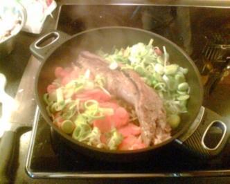 Schweinelende auf Gemüse-Champignonnest - Rezept