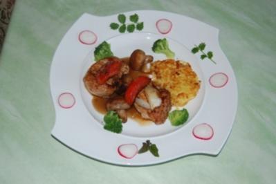 Medaillons vom Schwein mit ganzen Champignonköpfen,Broccoli an Kartoffelrösti - Rezept