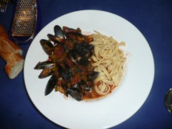 MEERESFRÜCHTE:Muscheln in Tomaten-Weißwein-soße mit Tagliatelle - Rezept