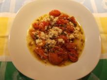 Tomaten und Feta in Oliven-Kräuter-Öl - Rezept