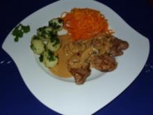 Filet-Medaillon mit Chili-Senfsoße – Petersilkartoffelchen und Karottengemüse - Rezept