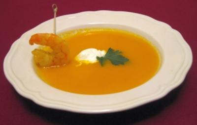 Karotten-Ingwer-Suppe mit gebratener Riesengarnele - Rezept