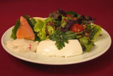 Rezept: Regionale Blattsalate mit Sanddorn-Vinaigrette und Zweierlei vom Bachsaibling