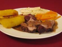 Heidschnuckenbraten mit Heidekartoffeln und heimischem Gemüse - Rezept