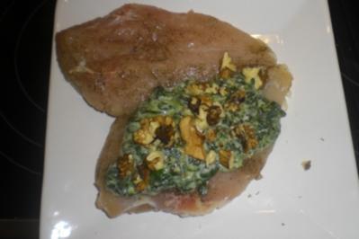 Pfeffrige gefüllte Hähnchenbrust mit Spinat in  Walnusssoße - Rezept