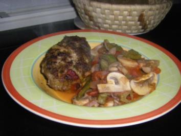 Chorizo-Hackburger mit scharfer Tomatensauce - Rezept