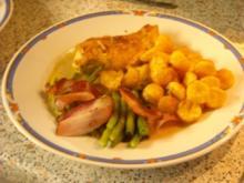 Hühnerbrustfilet mit Speckfisolen, Erdäpfelkügelchen und Pfeffersauce - Rezept