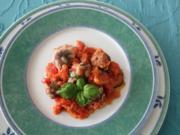 Überbackene Fleischbällchen mit Zucchinischeiben - Rezept