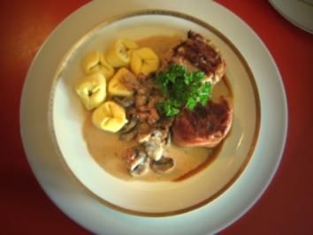 "feine""Medaillons"" vom Schweinefilet, Pilzrahmsößchen, Torteloni - Rezept"
