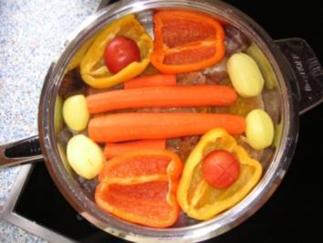 Curry-Huhn mit Möhren-Paprika-Tomaten-Kartoffel-Gemüse - Rezept
