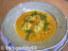 Kürbissuppe mit feurigen Käse-Nockerln - Rezept