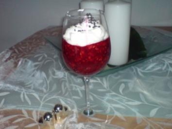 Himbeer-Grütze mit Vanillesahne - Rezept