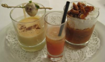 Lustiges Pflaumenmüsli an Vanillecreme im geeisten Eischnee - Rezept