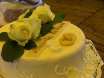 Hochzeitstorte mit echten Rosen - Rezept