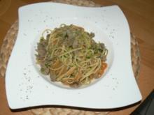 Zucchini-Hackfleischpfanne mit Spaghetti tri colore - Rezept