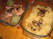 Sauerkraut mit Leberknödel und Rippchen an Pürree - Rezept