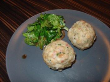 Speckknödel mit grünem Salat - Rezept