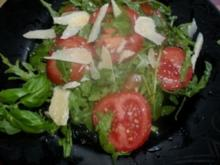 Tomaten Ruccullar Salat mit Parmesan - Rezept
