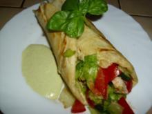 Fingerfood - Weizentortillas gefüllt mit lecker Salat mit Hähnchen - Rezept