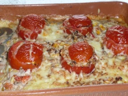 Gefüllte Tomaten im Kartoffelbett - Rezept