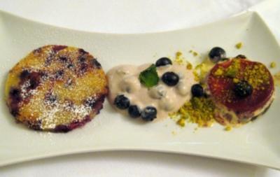 Dreierlei von der Blaubeere - Eistorte, Créme und Pancakes - Rezept