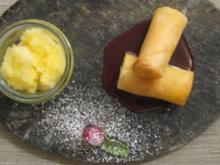 Süße Frühlingsrolle gefüllt mit Mango und Limette an Schokosoße und Orangen-Ingwer-Eis - Rezept