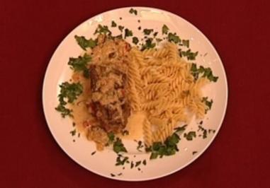 Rindsroulade mit feiner Gemüserahmsoße und Butternudeln (Joseph Hannesschläger) - Rezept